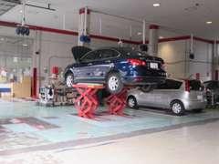新車店舗の東海店と隣接の為、ご購入後の車検・点検その他アフターサービスも安心です。