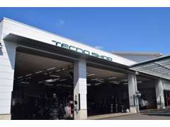 約400m西に行くと新車店舗とサービス工場がございます。アフターサービス、車検点検、オイル交換などもお任せ下さい。