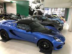 ショールームには、新車の展示から、チューニングパーツ、ユーズドパーツも展示いたしております!