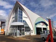 なかなか特徴的な形をした店舗です。お近くにお越しの際には、ぜひお立ち寄り下さい!