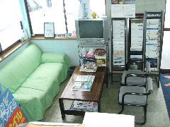 明るい商談スペース☆お気軽にご来店下さい。