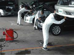 大きな自社整備工場を完備しております。国の認証工場となっておりますので整備もご安心下さい。車検、板金塗装もお任せ下さい。