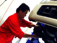 福岡運輸支局認証工場完備。経験豊富なメカニックが安全第一に整備を行っております。車検や板金、日常点検もお任せ下さい!