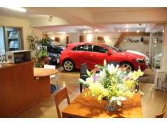 アットホームな雰囲気の中でお車をお選びいただけます。