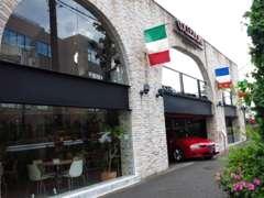 ラテン車好き&経験豊富なスタッフがお客様をサポート致します。