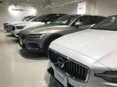 最新コンセプトの幕張ショールームには、常時最大7台の展示車がございます。