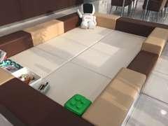 キッズスペースも完備しております!ASIMO君と一緒に遊びませんか?お待ちしておりますよ☆