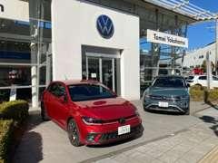 町田街道沿いには約20台の特選車を展示しております。