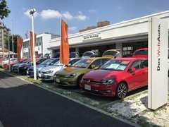 川越街道沿いの屋外展示場には【特選車両】を常時8台展示しております。