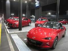 新店舗にて新車・特選中古車をご用意してお待ちしております。