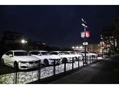 大阪店ショールーム隣接にて待望の第二展示場が完成致しました。関西最大規模となる常時50台もの展示車両が御座います。