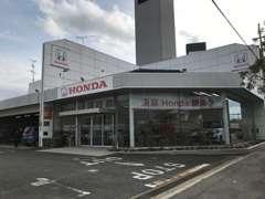 ホンダディーラーの併設店舗になりますので広々としたショールームでゆっくりとご商談していただけます。
