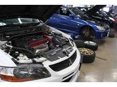 全車、入庫時に指定工場スポーツカー専門の整備士・検査員がコンディションチェックを実施。その結果をもとにご案内いたします。