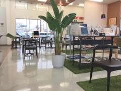 店内は8テーブルあり、広々としております♪