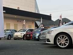 輸入車専門店として豊富に展示致しております。