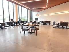軽自動車から輸入車まで、様々な車を展示しております!
