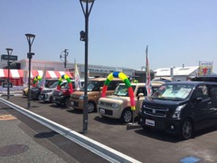 展示場も広く、人気車種を取り揃えております。