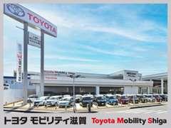 2階建ての大型展示場にメーカー・車種問わず幅広く100台以上を常時展示中しております!