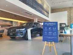 広々としたショールームで、様々な車種をご覧頂けます。