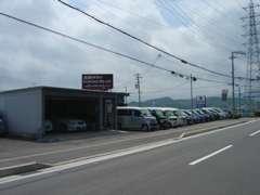 高年式の上質車から格安お買得車まで、幅広く常時在庫20台展示しております。