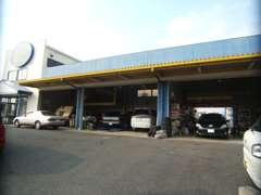 九州運輸局認証工場完備で販売だけでなく、その後の車検やアフターサービスもしっかりサポートさせていただきます。