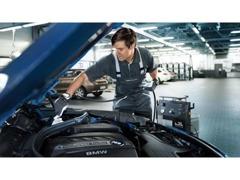 本社工場。専用の機材・テスターで高品質の点検整備を行います。