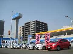 福岡マイカーセンターのスタッフ一同です。お車のことならなんでもご相談くださいませ