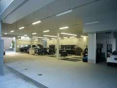 最新のCIによる展示場・整備工場で、安心・満足をサポート。