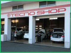サービス工場併設!納車前の整備や購入後の車検・点検も安心してお任せください。自慢のプロのメカニックが整備致します