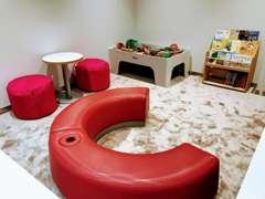 お子様連れのお客様でもじっくりとご覧いただけるよう、清潔なキッズスペースも備えております