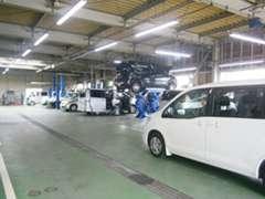 サービス工場併設で、ご購入後も安心頂ける環境を準備してあります。
