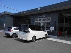 当店は、工場も併設している為、お車の販売だけでなく車検・メンテナンスも承っております。
