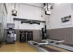 整備工場には最新機器を導入ており、しっかり整備いたします。