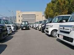 ピッカピカの届出済未使用車がオールメーカー在庫100台!広々した店舗で、お客様にぴったりの1台をお選び下さい!
