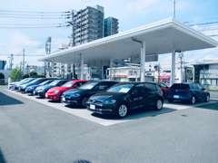 広島商業高校のすぐ近く!屋根つき展示場にVolkswagen認定中古車を取り揃えてお待ちしております。