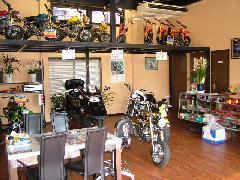 ☆★商談スペースになります!ゆっくりおくつろぎして下さい!バイクも多数展示中です!★☆