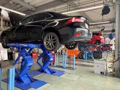 大型整備工場完備!!ご納車前のお車の点検はもちろんご購入頂いたお客様の点検、車検もお任せ下さい♪