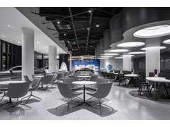 空港のラウンジをイメージしたショールームでゆったりと落ち着いたお時間をお過ごしください。