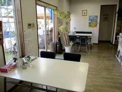オフィス兼、商談スペースは落ち着いた雰囲気です♪