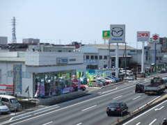 国道1号バイパスを沼津から富士にむかって左側にございます。お気軽にお立ち寄りください。