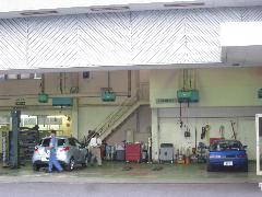 自社設備工場完備。大切な愛車のキズ・ヘコミを、お手軽価格でキレイに修理。お気軽に相談下さい。