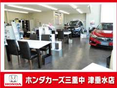 開放的な店内には、最新ホンダ車を展示しております。店舗敷地内には10台の良質中古車を展示中!気軽にご来店下さい。