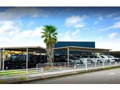 常時20~30台の在庫を展示。アメリカからの直輸入車輌から、お値打ちな下取り車など様々な車輌を展示しております。