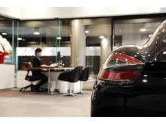 サービス工場も併設されており、専門のメカニックの的確なアドバイスも聞くことができます。