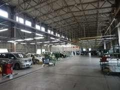 北陸最大級の自社鈑金塗装工場を保有しております。大切なお車をしっかりキレイに修理させて頂きます。
