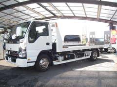 ウインチ付きの積載車がありますので納車はもちろん、故障車などを輸送する事も可能です。