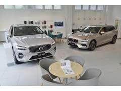 明るい浦和店ショールームです。新型車両を展示致しております。 皆様のご来店をお待ちしています。
