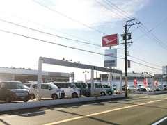 県道37号線沿い。良質でお値打ちな車を取り揃え、お客様のご来店をお待ちいたしております!!