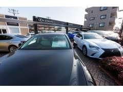 レクサス専門では都内最大級の展示車数をご用意!