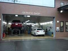 サービス工場併設。点検はもちろん、万が一の時まで安心です。